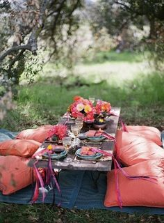 Okay, not sure why, but I really want to go on a picnic right now! :) Bohemian picnic party - Invite some friends over and have a picnic party in your own backyard. Set-up a table and throw down some pillows to arrange for comfortable seating for guests. Outdoor Dining, Outdoor Spaces, Outdoor Decor, Outdoor Seating, Floor Seating, Seating Areas, Dining Area, Outdoor Tables, Garden Seating