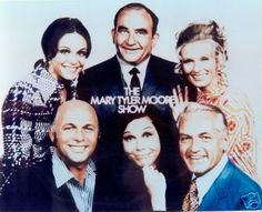 Mary Tyler Moore Show: Mary Richards, Rhoda Morgenstern, Lou Grant, Murray Slaughter, Ted Baxter and Phyllis.