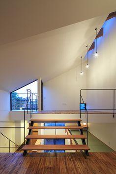 ステップフロアをつなぐ小さな階段