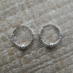 Bali Creolen Sterling Silber Creolen Bali von HeartsandGems Source by Diy Earrings Studs, Silver Hoop Earrings, Bali Jewelry, Cute Jewelry, Innenohr Piercing, Guys Ear Piercings, Sterling Silver Hoops, Necklace Designs, Jewelery