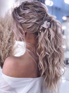 Wedding Hair Flowers, Hair Comb Wedding, Wedding Hair And Makeup, Flowers In Hair, Wedding Ponytail Hairstyles, Bridal Comb, Bridesmaid Hair Ponytail, Ponytail Updo, Bridal Ponytail