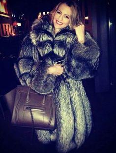 Fur Fashion, Winter Fashion, Womens Fashion, Fox Fur Coat, Neck Warmer, Style Guides, Indigo, Lady, Fashion Guide