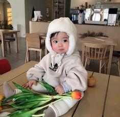 New baby cute asian ideas Cute Baby Boy, Cute Little Baby, Cute Baby Clothes, Little Babies, Cute Kids, Baby Kids, Twin Baby Boys, Cute Asian Babies, Korean Babies