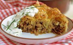 Plăcintă cu carne, ceapă și smântână rețeta simplă de plăcintă la cuptor   Savori Urbane Lasagna, Carne, Quiche, Mashed Potatoes, Ethnic Recipes, Food, Romanian Food, Whipped Potatoes, Smash Potatoes