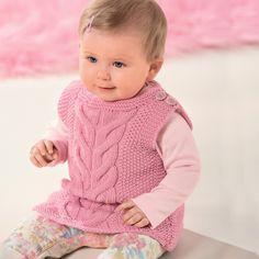 Жилет для малыша связанный спицами объемным узором. В зависимости от выбранного цвета пряжи такой жилет можно связать как мальчику так и девочке.