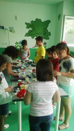 Pekes en plena acción entre fondant, rodillos, cupcakes y mucha energía! #cakespopsandcookies #cupcakes #sugarcraftsummercamp
