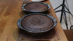 Looking for a good chocolate cake recipe? Look no further, this homemade moist chocolate cake with homemade chocolate buttercream frosting is amazing! Amazing Chocolate Cake Recipe, Best Chocolate Cake, Chocolate Treats, Homemade Chocolate Buttercream Frosting, Cake Pedestal, Cake Board, Cake Flour, Love Cake, Vegetarian Chocolate