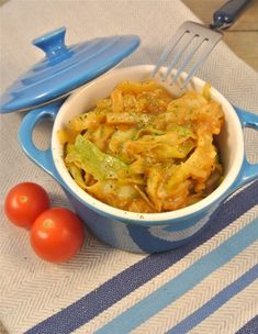 Asian Cabbage with soy and peanut butter/ Oosterse spitskool- add chicken Soup Recipes, Vegetarian Recipes, Dinner Recipes, Cooking Recipes, Healthy Recipes, Healthy Diners, Pesco Vegetarian, Caribbean Recipes, Vegetable Dishes