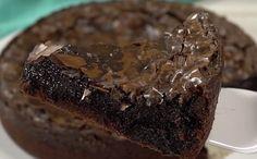 Dit is een chocoladetaart waar je maar moeilijk slechts één stuk van neemt  Tegen een goed stuk chocoladetaart zegt de zoetekauw niet snel nee. Dat eerste hapje van een lekkere chocoladetaart laat je directtot rust komen, maar ook verlangen naar meer. Het heeft gewoon iets magisch, zo'n puntje.Me