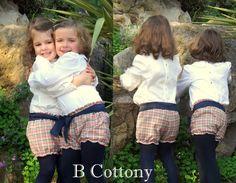 Camisas cruas de algodão e calções aos quadrados com laço azul - Ecru cotton shirts and squared shorts with blue bow