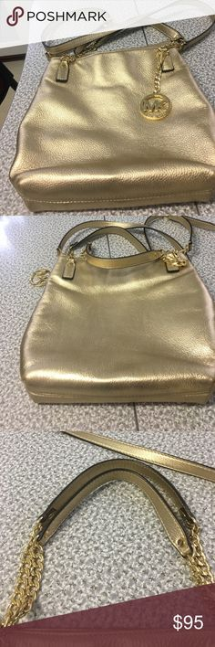 Michael kors purse Gently used good condition Michael Kors crossbody purse . The purse has no stains rips or tares . It has 1 zipper pocket along with 4 drop pockets. Michael Kors Bags Crossbody Bags