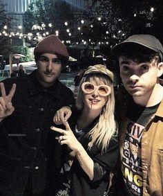 Paramore 2k17. I'm so happy Zac's back I love them sm