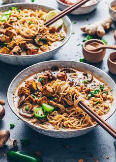 Thai-Erdnuss-Nudelsuppe Ramen Vegan Bianca Zapatka Rezepte Thai-Erdnuss-Nudelsuppe Ramen Vegan Bianca Zapatka Rezepte Madame Cuisine mmecuisine Asiatische K che Thai-Erdnuss-Nudelsuppe Cremiges Kokos-Curry gebratenene Pilze knuspriger nbsp hellip Asian Food Recipes, Healthy Food Recipes, Easy Soup Recipes, Vegetarian Recipes, Dinner Recipes, Coconut Recipes, Tofu Recipes, Healthy Soup, Healthy Foods