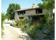 Outstanding property plus petit maison set on the edge of a small village looking out onto open countryside and close to all amenities. #France #Property #Poitou-Charentes