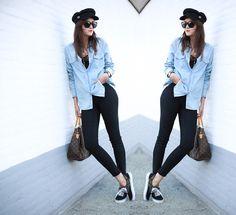 camisa-azul-clarinha-legging-preta-tenis-camuflado