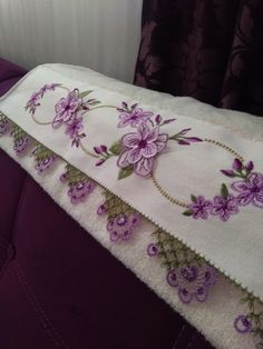 Igne embroidered Laces, Crochet Flowers, Crochet Stitches, … – Hair World Sewing Machine Embroidery, Hand Embroidery, Baby Knitting Patterns, Crochet Patterns, Knit Shoes, Decorative Towels, Embroidered Lace, Knitting Socks, Crochet Flowers