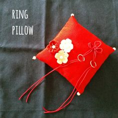 Ayumi.KはInstagramを利用しています:「* #出来た ーーー!!! #リングピロー 💍✨ ふぅ~( ´³`)💨 * まだ作らねばならないものが‥!! とりあえず休憩休憩☕🍰 * #手作り #ハンドメイド #wedding #和装 #神前式 #結婚式用」 Wedding Kimono, Ring Pillow Wedding, Ring Bearer, Rustic Wedding, Wedding Rings, Pillows, Design, Rings, Wedding Ring