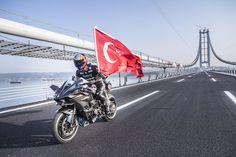 """Kenan Sofuoğlu, Osmangazi Köprüsü'nden """"hızlı"""" geçti."""
