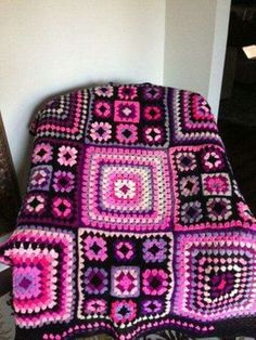 Love the colour combos and the mix and match of small and large squares. Must try this.