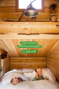 In deze boomhut slaap je met vier personen. Midden in de natuur, in de tuin van een prachtig kasteel uit hotels with kids San Diego Hotels, Treehouse Hotel, Hotels For Kids, Kid Friendly Restaurants, Days Out With Kids, Chicago Hotels, Leading Hotels, Holland, Staycation