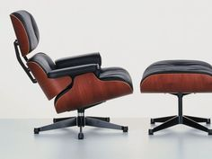1956 Lounge chair di Vitra by Charles e Ray Eames.