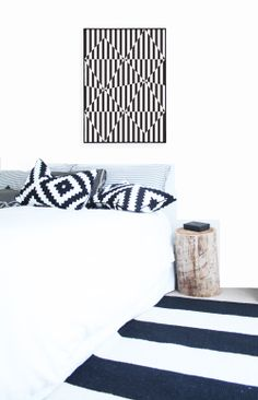 Black and white bedroom with a rustic log for a side table. Navy White Bedrooms, Comfy Bedroom, Black And White Interior, Deco Furniture, White Decor, Interiores Design, Apartment Living, Modern Bedroom, Home Textile