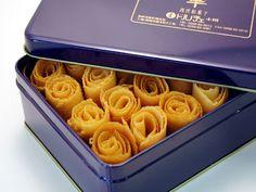 華クッキー 缶入り 小 Churro Donuts, Fried Ice Cream, Cookie Packaging, Small Desserts, Cookie Box, Candy Cookies, Edible Gifts, Japanese Sweets, Food Design