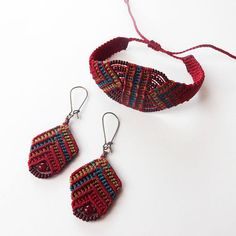 Handcrafted macrame bracelet made with linhasita 0,75 mm thread, that gives a very fine look. Used colours of thread: burgundy, marron, old gold and teal For the perfect set, look at the earrings we have in our shop: