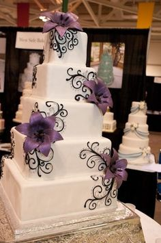 Cake inspiration - by Repinly.com  But pink Flowers!