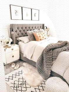 45 Inspiring Modern Farmhouse Bedroom Decor Ideas - Decorating your bedroom with white bedroom furniture has so many benefits that I don't see why anyone wouldn't, at the least consider, using this furn. Trendy Bedroom, Cozy Bedroom, White Bedroom, Home Decor Bedroom, Bedroom Furniture, Furniture Ideas, 60s Bedroom, Bedroom Neutral, Bedroom Apartment