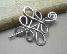 Boucle celtique traversé noeuds châle broche, foulard, pull broche, épingle à cheveux, aluminium barrette, cadeaux pour les tricoteuses tricot accessoires