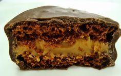 O Pão de Mel Molhadinho é uma tentação. Além da massa deliciosa e do recheio cremoso, ele é regado com uma calda maravilhosa que faz toda a diferença no re