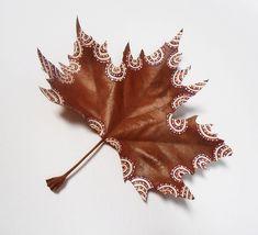"""""""Las hojas secas cubren en abundancia el camino de los recuerdos"""".                                     ..."""