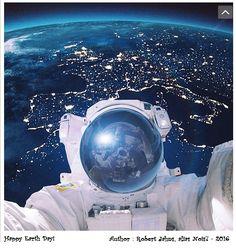 Non, Thomas Pesquet n'a pas pris un selfie dans l'espace avec la France en arrière-plan. Le cliché d'un astronaute semblant se prendre en photo dans l'espace devant la Terre circule sur les réseaux sociaux. L'œuvre hyper-réaliste d'un artiste digital : cette photo est en réalité une œuvre hyper-réaliste d'un artiste digital et photographe, Robert Jahns, alias Nois7, qui l'a publiée sur son compte Instagram.