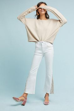 A crazy cool way to wear white jeans for fall