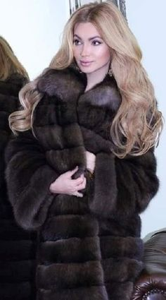 Sable Coat, Fur Coats, Sexy Outfits, Faux Fur, Sexy Women, Cute Animals, Passion, Romantic, Long Hair Styles