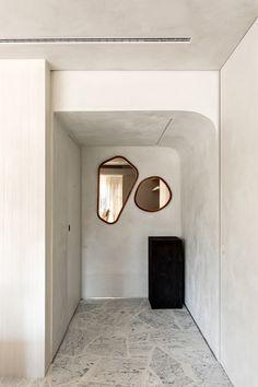 Photo Wall, Design Inspiration, Flooring, Interior Design, Mirror, Architecture, Gallery, Furniture, Home Decor