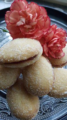 Lusikkaleivät on perinteinen pikkuleipä pitopöytään. Aina maistuvat yhtä hyvin niin vanhemmille vieraille kuin nuoremmillekkin.     Nämä p... Plum, Fruit, Food, Hoods, Meals