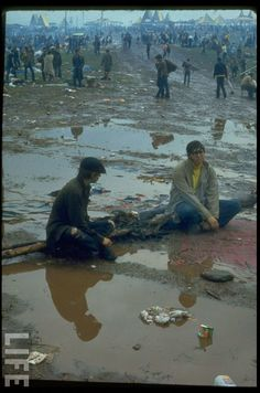 vintage everyday: 40 Rare and Unseen Color Photos of the Woodstock Music &…