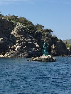Oinousses... Warm Colors, Statue Of Liberty, Earth, Culture, Water, Travel, Outdoor, Statue Of Liberty Facts, Gripe Water