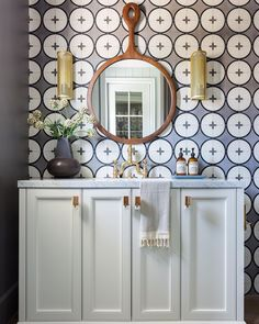 """Kate Lester Interiors on Instagram: """"This powder room serving BIG monday morning energy. Now go get this week before it gets you! 🤘🏻🙌🏻 📷 @amybartlam 👷🏼♂️ @titanandco . . .…"""" Modern Interior Design, Interior Design Inspiration, Bathroom Inspiration, Interior Architecture, Bathroom Ideas, Powder Room Design, Marble Wood, Living Room Kitchen, Interior Decorating"""