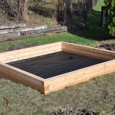 Sandkasten bauen: Hier findet man zwei Bauanleitungen, mit denen man einen quadratischen Sandkasten oder ein Sandkasten-Wikingerschiff bauen kann.