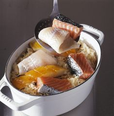 Have you ever tried the wonderful fish choucroute from the Maison Kammerzell in Strasbourg? Fish Recipes, Seafood Recipes, Cooking Recipes, Boiled Vegetables, French Crepes, Beef Bourguignon, French Desserts, French Food, How To Cook Fish