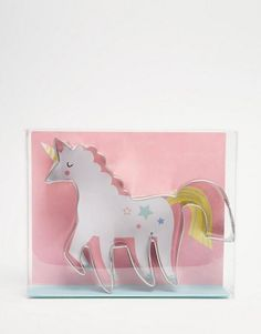 """DESCRIPTION Create a unicorn fantasy cookie with this stylish and fun cookie cutter. It comes in an illustrated presentation box, making it the perfect gift. Pack contains 1 stainless steel cookie cutter. Cookie cutter depth: 1"""" Final Sale Item DESIGNER Click to view more items by Meri Meri"""