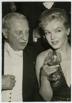 1957 Marilyn Monroe at the April in Paris Ball (viahttp://www.ebay.com/itm/VINTAGE-1957-Marilyn-Monroe-at-the-April-in-Paris-Ball-RARE-Original-Press-Photo-/390693302810?pt=Art_Photo_Images&hash=item5af722b21a)