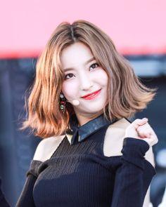 South Korean Girls, Korean Girl Groups, Lee Seo Yeon, Pop Group, Kpop Girls, Cool Girl, Rapper, Idol, Singer
