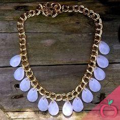 Colar Gotas de Cristal. Dá um efeito poderoso para sua produção. Peça já o seu! #colares #bijouterias #acessorios