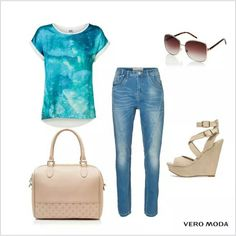 Pair your denik skinnies with this aqua top for casual go!