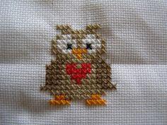 Ugle Mini Cross Stitch, Beaded Cross Stitch, Cross Stitch Designs, Cross Stitch Patterns, Chicken Scratch Patterns, Stitch 2, Hama Beads, Mittens, Knit Crochet