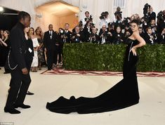 Kylie Jenner and Travis Scott Just Hit the Met Gala Red Carpet Together Kylie Jenner Met Gala, Kylie Jenner Look, Kardashian Jenner, Kendall, Travis Scott Kylie Jenner, Met Gala Outfits, Futuristic Sunglasses, Rapper, Bae